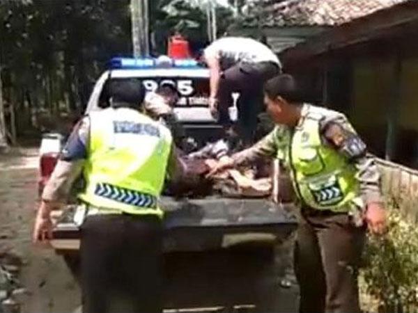 Kata Polisi yang Hentikan Pemotor Bonceng 3 dengan Jenazah, Identitas Terungkap
