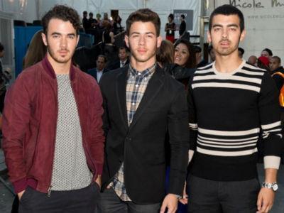 """Diterpa Banyak Berita Tak Sedap, Jonas Brothers : """"Fans, Bersabarlah!"""""""