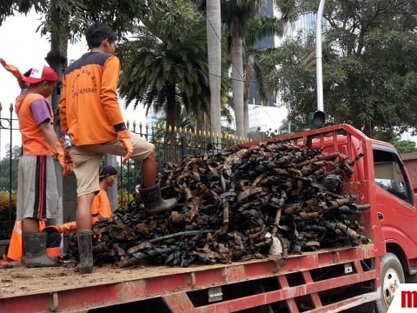 Masuki Hari ke-10, Limbah Kulit Kabel di Jl Merdeka Selatan Capai 24 Truk