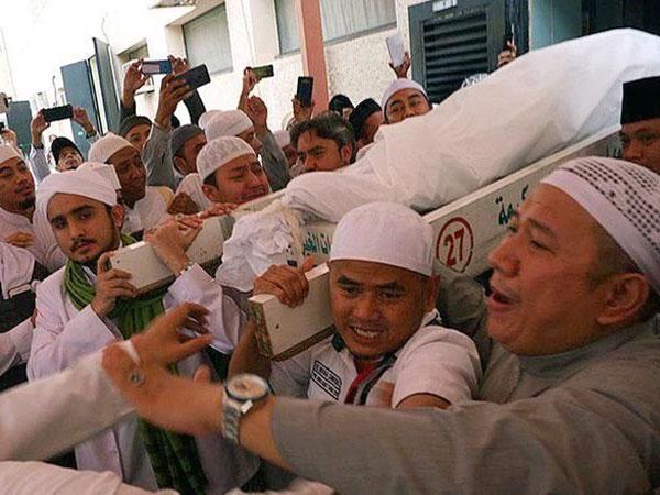 Di Mekkah dan Selasa, Mbah Moen Sudah Prediksi dan Sampaikan Keinginannya Saat Wafat?