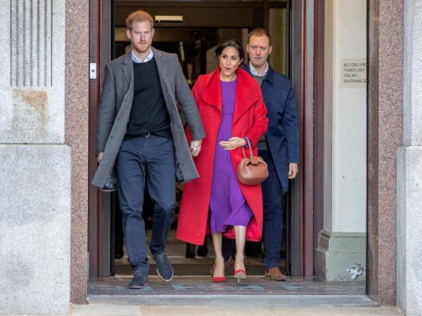 Mengapa Kate Middleton dan Meghan Markle Selalu Pegang Tas di Tangan Kiri?