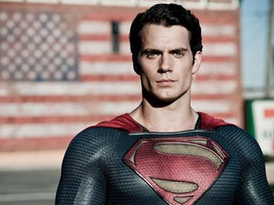 Henry Cavill Dalami Peran Superman Lewat Bantuan Komik