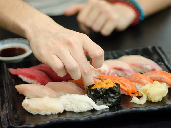 Ternyata Ada Orang Jepang Jijik Makan Sushi Buatan Tangan