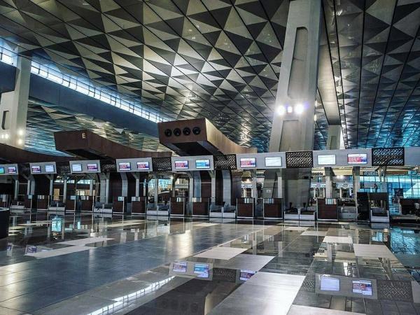 Intip Bandara Soekarno Hatta Kini Dilengkapi Robot Pembersih Lantai dan Robot Customer Service