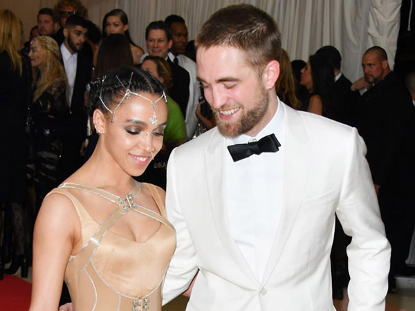 79Robert-Pattinson-dan-FKA-Twigs.jpg