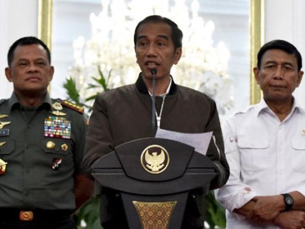 Jadi Viral di Kalangan Netizen, Inikah Arti Dari 'Pakaian Santai' Bomber Jacket Jokowi?