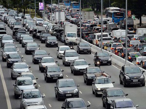 Macet Parah di Arus Balik, Ratusan Kendaraan Masuk Tol Cikampek Gratis