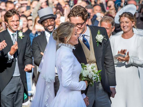 Anggunnya Gaun Pernikahan Ellie Goulding Bergaya Victorian