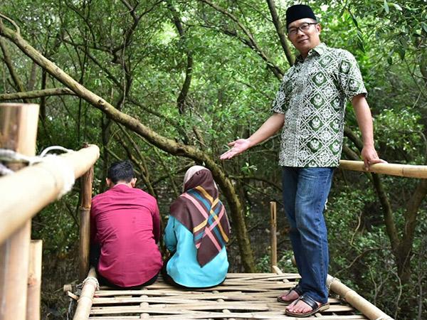 Gaya Kocak Ridwan Kamil Pergokin Sepasang Remaja 'Mojok Syahdu' di Hutan