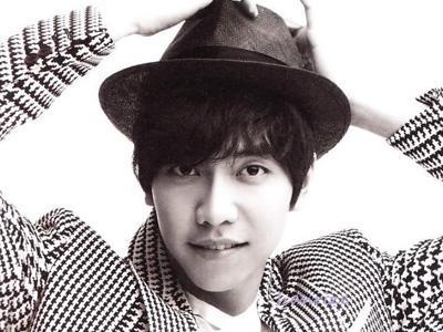 Lee Seung Gi Bawakan Lagu-Lagu Emosional di Album Terbarunya