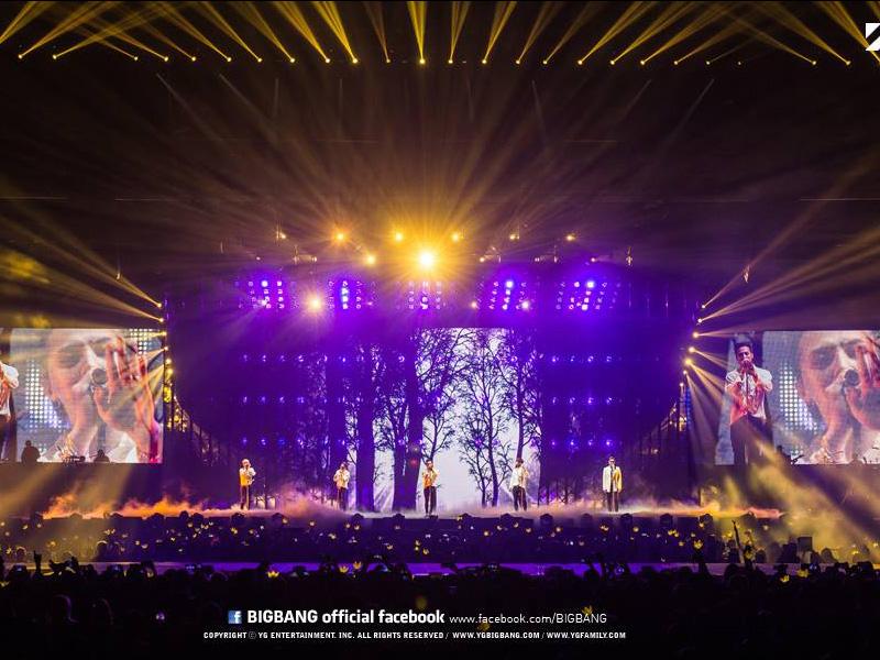 Seorang Pria Nekat Naik ke Atas Panggung Konser Big Bang di Sydney