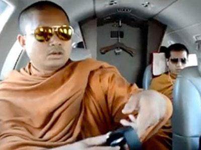 Wow, Biksu Thailand Hidup Mewah Tuai Kontroversi