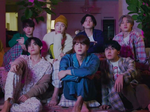 BTS Tampil Cozy dalam Video Teaser Pertama MV 'Life Goes On'