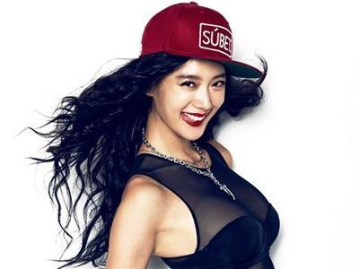 Aktris Kontroversial Clara Akan Bintangi Reality Shownya Sendiri