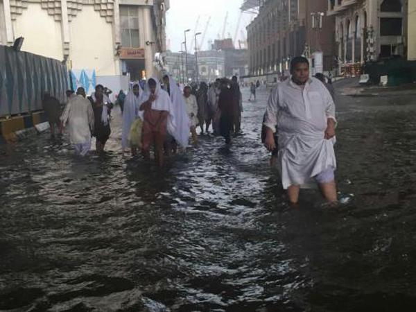 Tak Hanya Jakarta, Hujan Juga Sempat Membuat Mekkah Tergenang