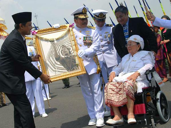 Sakit Paru-paru, Istri Pahlawan Nasional Bung Tomo Tutup Usia