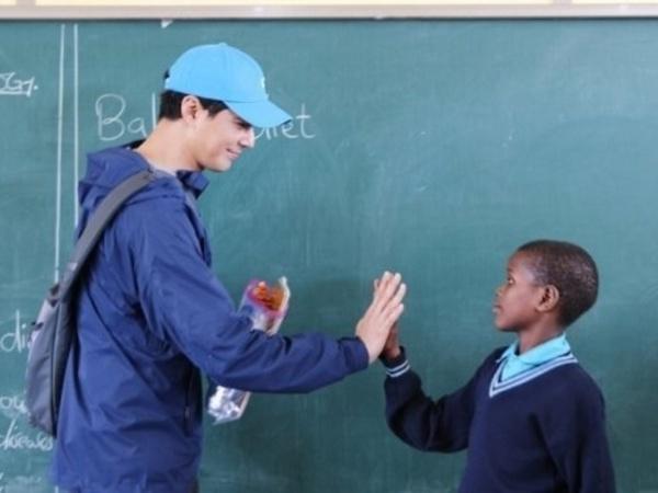 Jo In Sung Donasi 6 M untuk Bangun Sekolah di Afrika