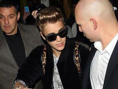 Tak Cukup Umur, Bieber Diusir dari Klub