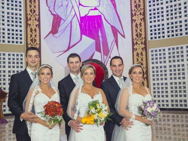 Menikah di Waktu Bersamaan, Wanita Kembar Tiga Ini Buat Mempelai Prianya Bingung!
