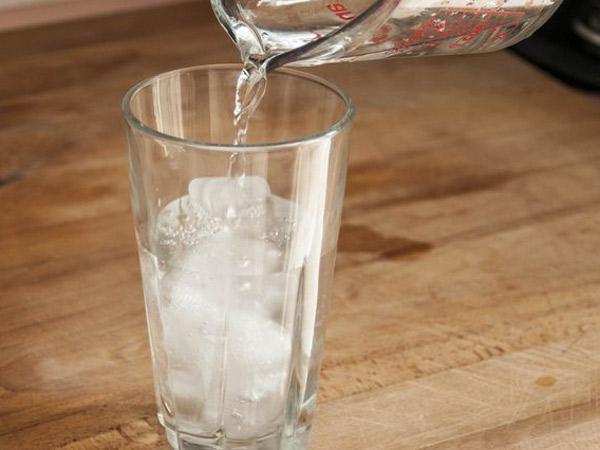 Tak Hanya Menyegarkan, Ini Manfaat Minum Air Dingin yang Mungkin Belum Kamu Tahu