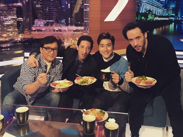 Siwon Super Junior Pamerkan Keakraban dengan Tiga Aktor Senior Hollywood