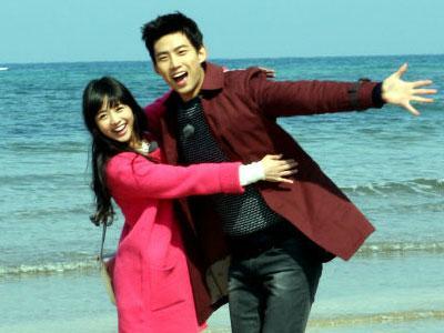 Taecyeon 2PM & Gui-Gui Pamer Kemesraan Dalam Cuplikan WGM Global