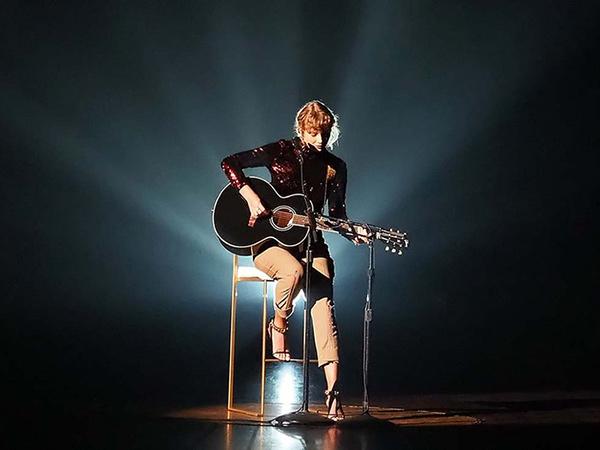 Pukau Penggemar, Taylor Swift Kembali ke Musik Country di ACM Awards 2020