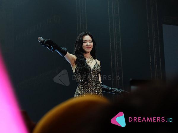 Tampil Memukau, Tiffany Young Berulang Kali Ucapkan Terima Kasih ke Fans Indonesia