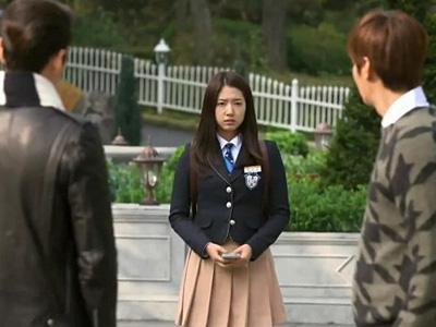 Antara Lee Min Ho dan Kim Woo Bin, Mana yang Dipilih oleh Park Shin Hye?
