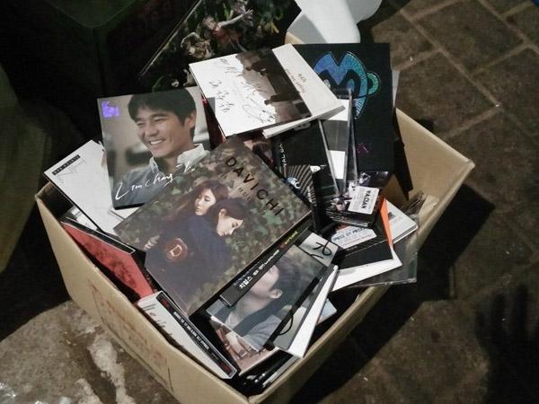 Davichi Hingga GOT7, Netizen Temukan Tumpukan Album Idola K-Pop di Tempat Sampah MBC!