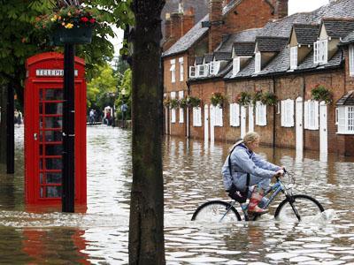 Wah, Negara Maju Seperti Inggris pun Kewalahan dengan Banjir!
