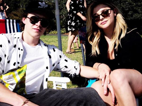 Sudah Putus, Chloe Moretz Berpose Peluk Mesra Brooklyn Beckham di Sampul Majalah?