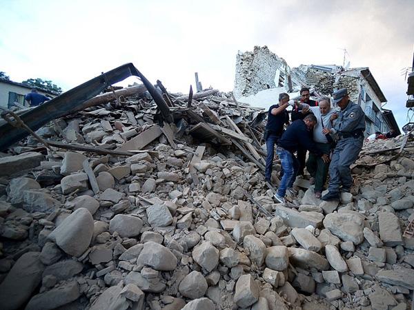 Diterpa Gempa 6.2 SR, Ini Pemandangan Luluh Lantak Italia