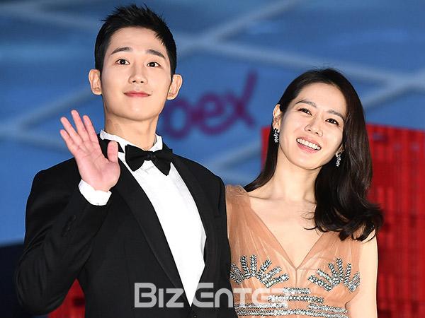 Intip Lagi Momen Manis Jung Hae In dan Son Ye Jin di 'Baeksang Arts Awards', Serasi Bikin Baper!