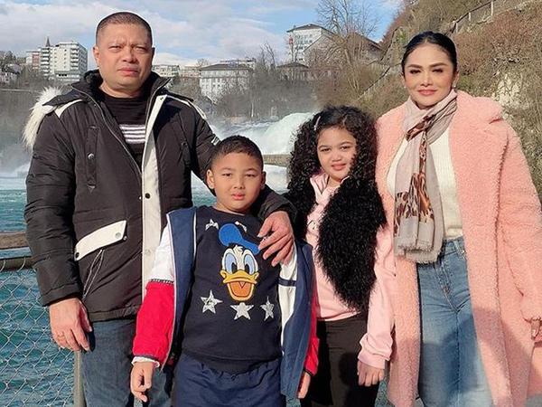 Pulang Liburan dari Eropa, Krisdayanti dan Keluarga Ikuti Aturan Isolasi Diri