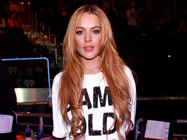 Ketika Lindsay Lohan Harus Menahan Malu Karena Jatuh di Depan Umum