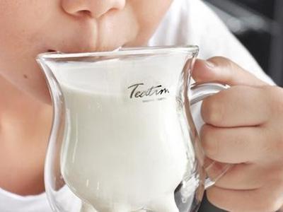 Manfaat Rajin Minum Susu Saat Sahur