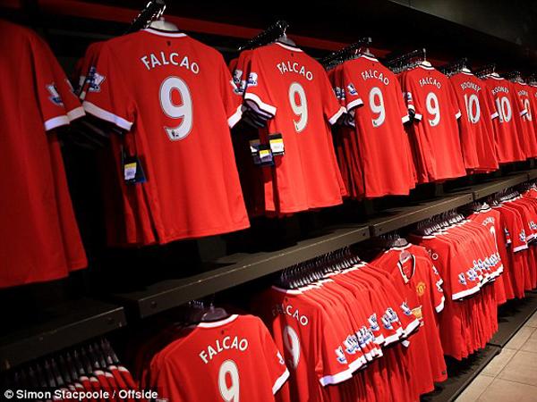 Manchester United Akan Jual Jersey Ukuran XXXXL