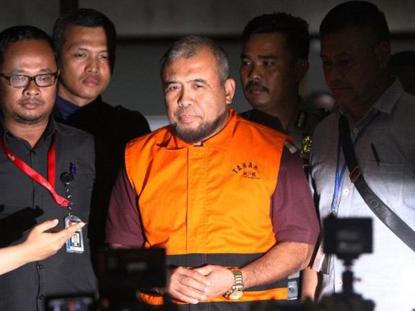 Bernilai 2,15 Miliar, Dugaan Suap Hakim Patrialis Akbar Lewat Perantara?