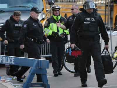 Polisi Boston Buru Pria Berkulit Hitam