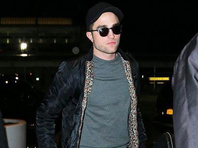 Ups Kekecilan, Ternyata Robert Pattinson Pakai Jaket Stewart!