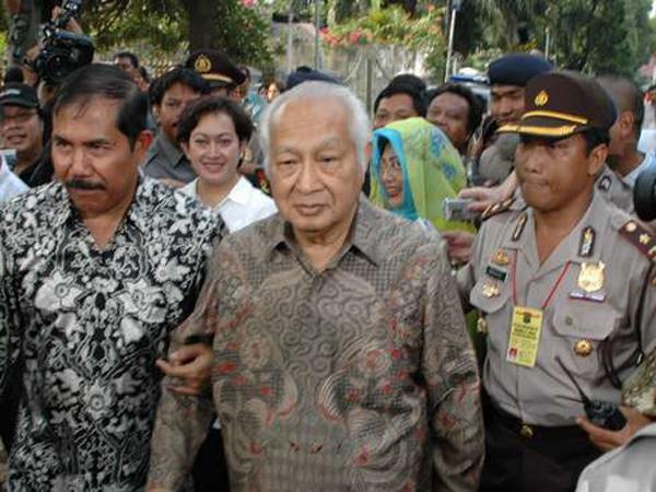 Menyalahgunakan Uang Yayasan, Keluarga Soeharto Dituntut 4.4 Triliun