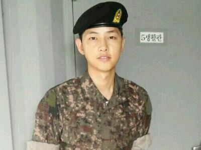 Lima Bulan Wajib Militer, Song Joong Ki Akhirnya Dapat Liburan Pertamanya
