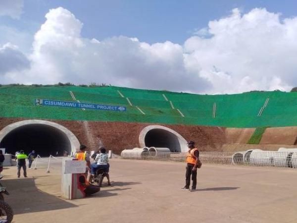 Tol Cisumdawu Hadirkan Terowongan Terpanjang di Indonesia