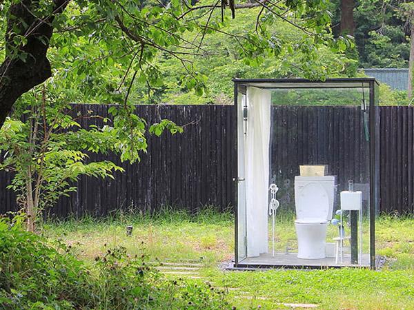 'Tertutup' Namun Terbuka, Ini Toilet Paling 'Damai' di Dunia