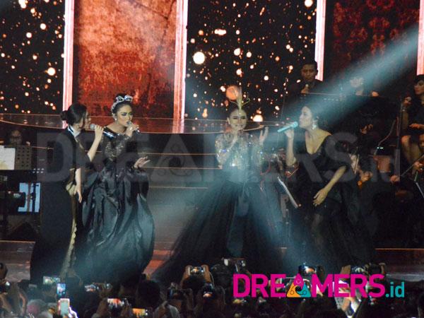 Malam Romantis Bareng 4 Diva di Konser 'Ayat-Ayat Cinta 2'' Penuh Kejutan