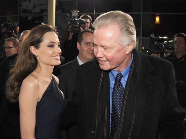 Menikah, Angelina Jolie Tidak Undang Sang Ayah?