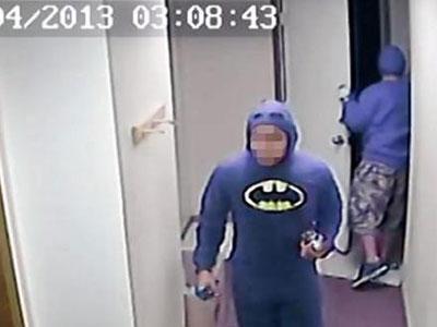 Terekam CCTV, Akhirnya Batman Menyerahkan Diri
