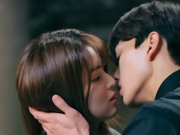 Bocoran Adegan Mesra Song Kang dan Han So Hee di Episode Terbaru 'Nevertheless'