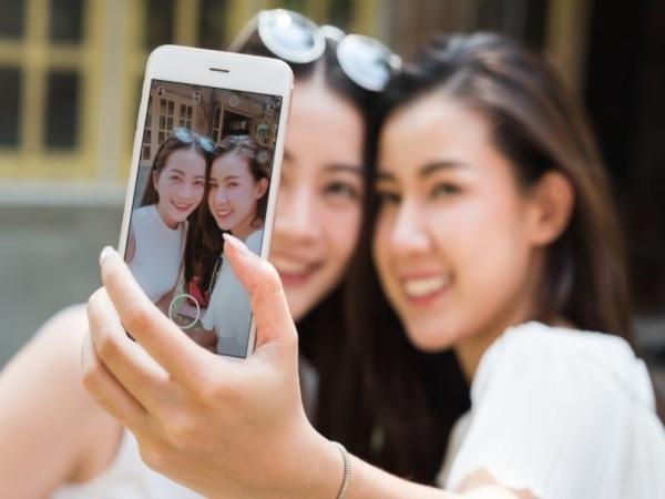 Jangan Sepelekan Buka Masker Walau Cuma Selfie di Tengah Pandemi